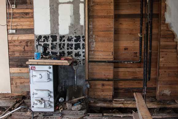 Köket under renovering. Kökspannan behöll vi.
